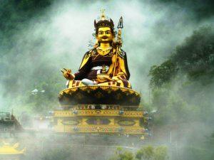Guru_Rinpoche_in_mist_2