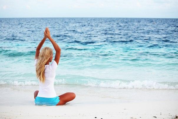 фото йога на море